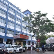 Hotel Rajhans International in Sabaur
