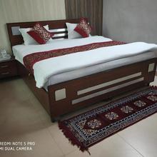 Hotel Rajhans Regency in Meerut