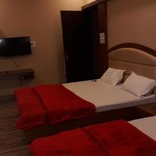 Hotel Rajmahal Inn in Madan Mahal