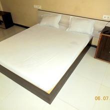 Hotel Rajvi Palace in Vadnagar