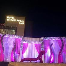 Hotel Ratan Royal Inn in Karari
