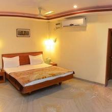 Hotel Raya's Annexe-1 in Papanasam