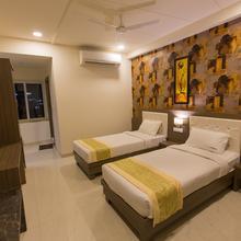 Hotel Redla's Inn in Sangareddy