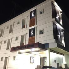 Hotel Riyaa Park in Palani