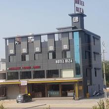 Hotel Riza in Vadnagar