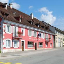 Hotel-Rotisserie La Tour Rouge in Oberlarg