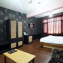 Hotel Royal Batoo in Karapur
