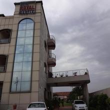 Hotel Royal Castle in Raipur