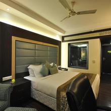 Hotel Royal Cliff in Kanpur
