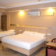Hotel Royal Opera in Chik Banavar