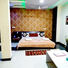 Hotel Royal Palace Dhamnod in Phalghat