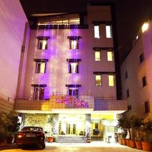 Hotel Rupam Kingston Park in New Delhi