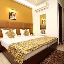 Hotel S & B East Inn in Chaukhandi
