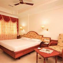 Hotel Sabari Park in Perumkulam