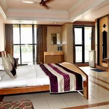 Hotel Sagar Lakeveiw in Vadodara