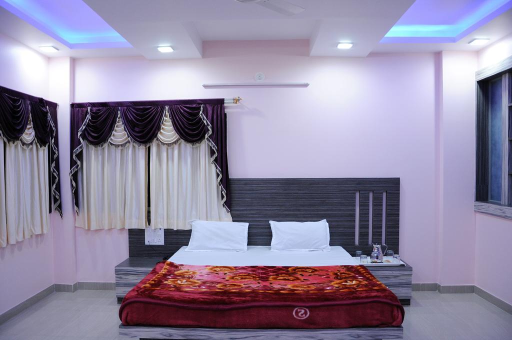 Hotel Saiprem Palace in Parli-vaijnath
