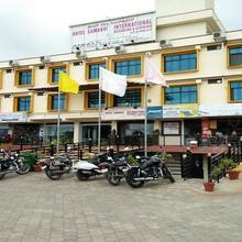 Hotel Samanvi International in Belluru