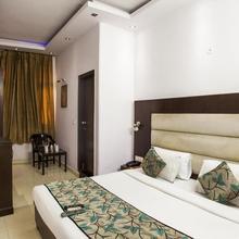 Hotel Sarthak Palace in New Delhi