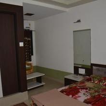 Hotel Sarvottam & Guest House in Varediya
