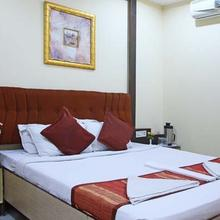 Hotel Savera Residency in Kachegudajous