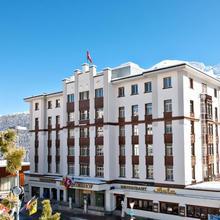 Hotel Schweizerhof St. Moritz in Samaden