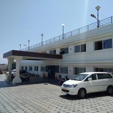 Hotel Sea Face in Myladi