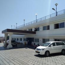 Hotel Sea Face in Puthalam