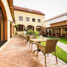 Hotel Selsky Dvur - Bohemian Village Courtyard in Prague