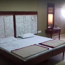 Hotel Shahjee Plaza in Choki Sorath