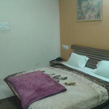 Hotel Shahnai Gadarwara in Bargawan