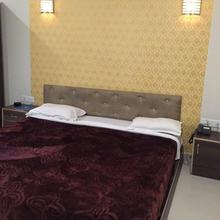 Hotel Shanu in Gangiwara