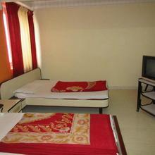 Hotel Sheela International in Risama