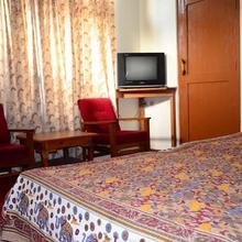 Hotel Sheetal in Raisan Bagh