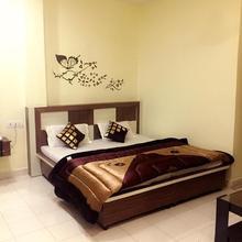 Hotel Shine Star in Ropar