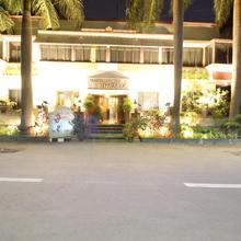 Hotel Shivam in Phursungi