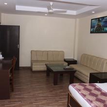Hotel Shree Mahaveer in Fatehganj Pashchimi