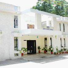 Hotel Shri Karni Niwas in Debari
