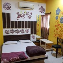 Hotel Shri Radhe Krishna in Sanawad
