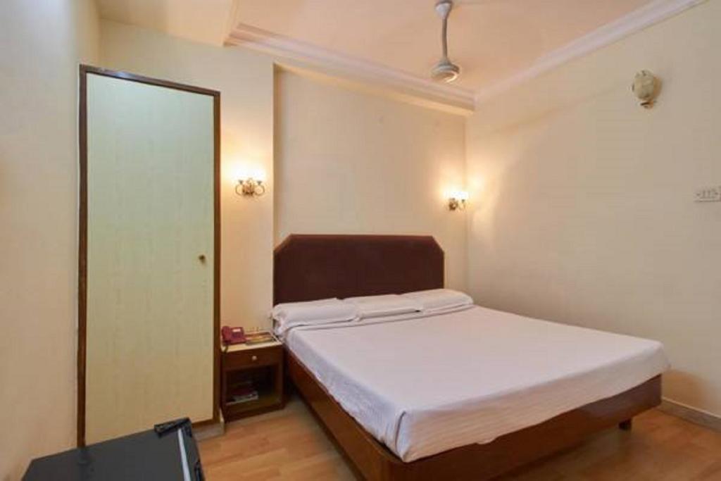 Hotel Sindoori in Bandarupalle