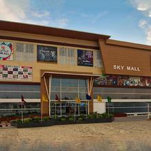 OYO 47498 Hotel Sky Inn in Malaut