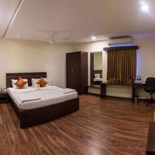 Hotel Somisetty Landmark in Mamidikududru