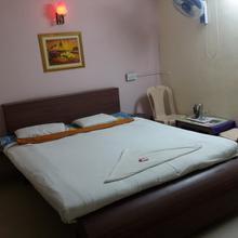 Hotel Son Of Sun in Tuljapur