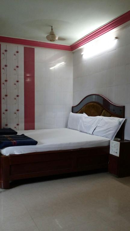Hotel Sowmya International in Ammanabrolu