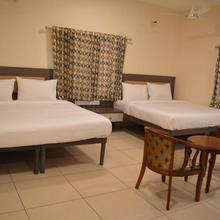 Hotel Sownthariyam in Ayakudi