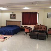 Hotel Sriyash Regency in Sabaur