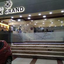 Hotel Ssk Grand in Walajabad