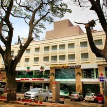 Hotel Sunflower in Narasimharaja Puram