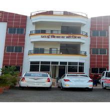 Hotel Swastik Sai Niwas in Isgaon