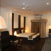 Hotel The Ken in Hatia