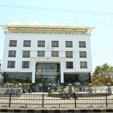 Hotel V Star in Nagardeole